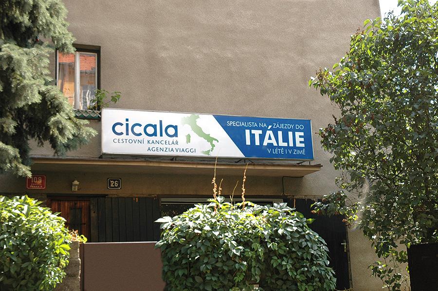 Cicala CK, renovace vývěsního štítu